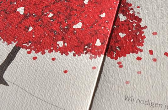 Detail Trouwkaart Bastiaan en Evelijne in 2 Pantone Kleuren: Rood en bruin
